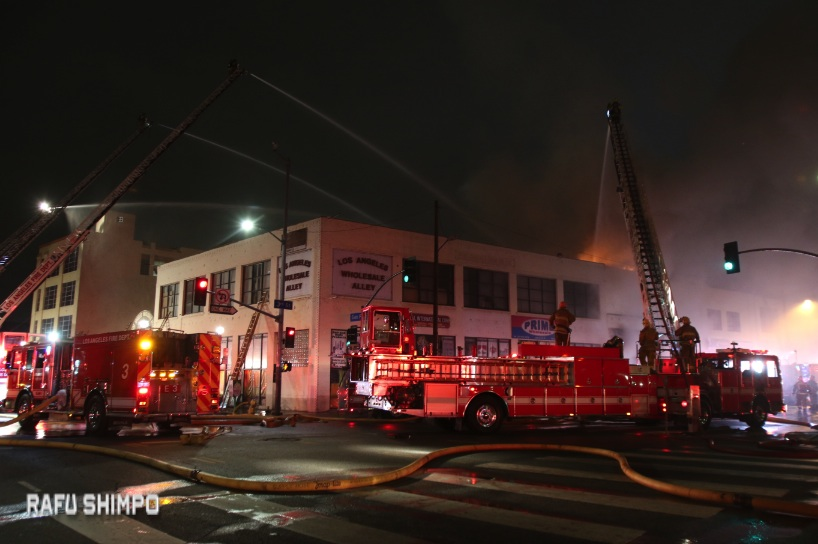 Firefighters battled the flames for about two hours. (JUN NAGATA/Rafu Shimpo)