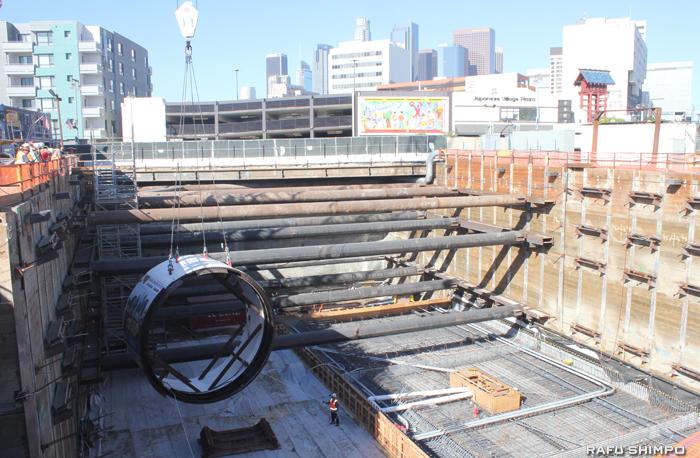 小東京の1街/アラメダの地下に導入されたトンネルの採掘工事に使用される巨大ドリル「TBM」
