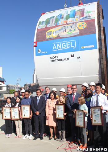 TBMの愛称は公募で「Angeli」に決定。ネーミングとTBMに描かれている絵はコンテストで決まり、受賞者もこの日表彰された