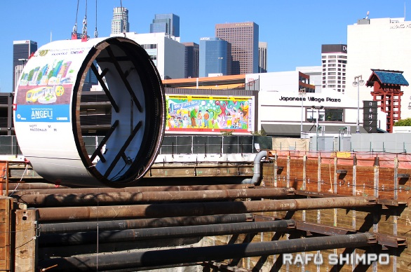 """Angeli,"" a tunnel boring machine (TBM), is lowered into the Regional Connector construction site in Little Tokyo. (MARIO G. REYES/Rafu Shimpo)"