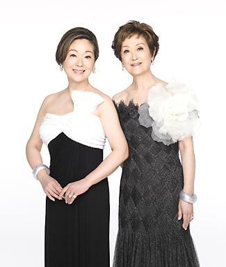 元気で生き生きとした若さを保つ由紀さおり(左)と安田祥子