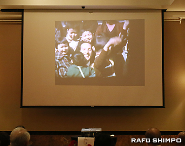 記念式典では、2世の子どもたちと内田さんがふれ合う様子がビデオで紹介された