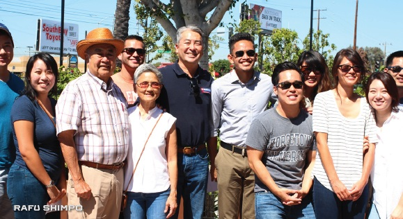 Young API voters join State Senate candidate Warren Furutani (third from left) and Assembly candidate Al Muratsuchi (sixth from left) on a precinct walk in Gardena. (JORDAN IKEDA/Rafu Shimpo)