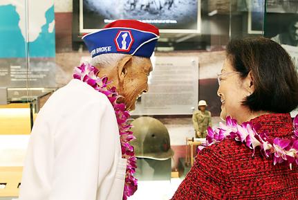 442nd Regimental Combat Team veteran Robert Kishinami and Sen. Mazie Hirono view the new exhibit at Honolulu International Airport.