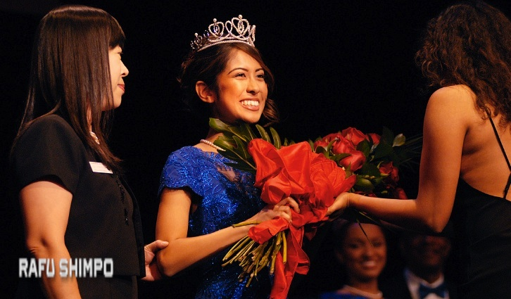 Maya Kawaguchi Khan, escorted by her mother, Yoko, receives a bouquet as she is introduced as on of the 2017 Rose Princesses. The announcement of the queen was held Oct. 20 at The Pasadena Playhouse. (MIKEY HIRANO CULROSS/Rafu Shimpo)