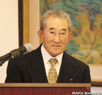 祝辞を述べる大日本農会南加支会の小山信吉会長