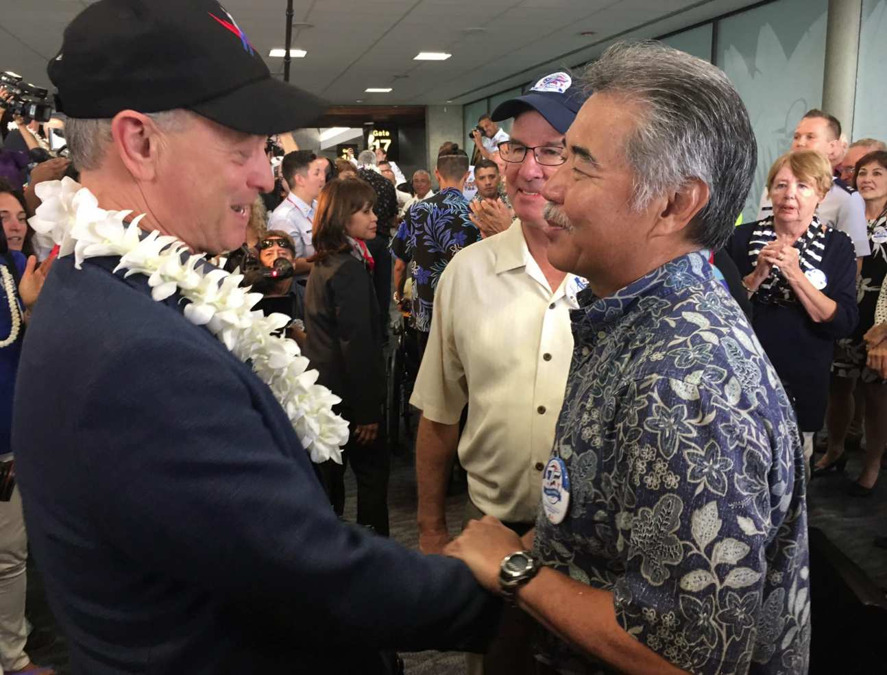 Gov. David Ige with actor Gary Sinise, a longtime advocate for veterans.