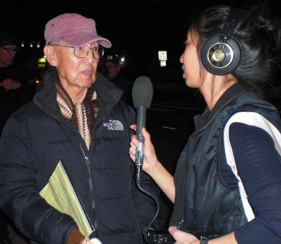 Jim Matsuoka, who was sent to Manzanar as a child, is interviewed by Josie Huang of KPCC/Southern California Public Radio. (J.K. YAMAMOTO/Rafu Shimpo)