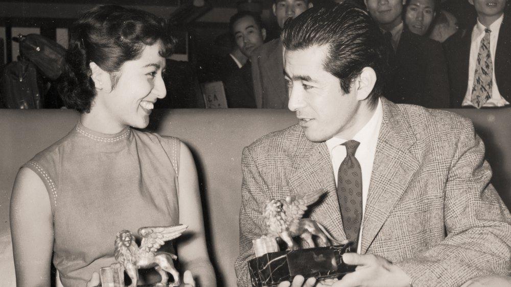 Toshiro Mifune with actress Kyoko Kagawa in 1954.