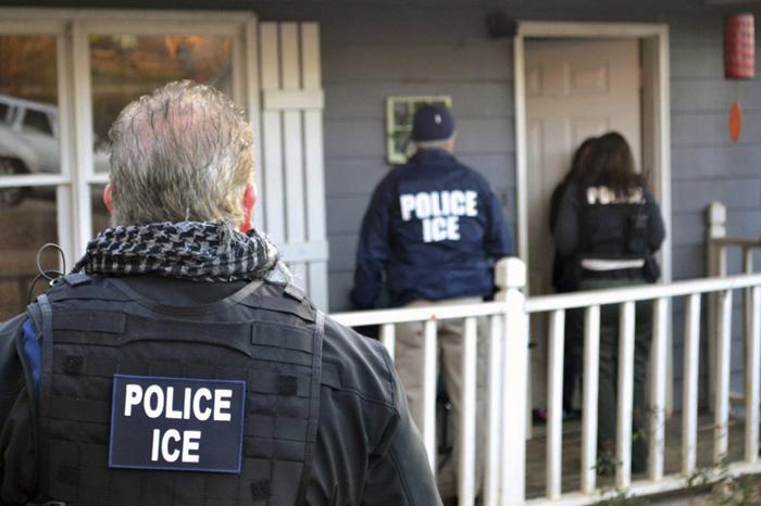 LA市長、ICEに書簡:不法移民取り締まりで「『警官』名乗るのやめて」