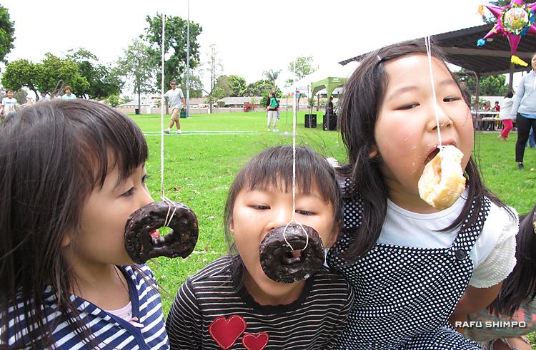 3世代が親睦深める:大活躍の元気な子供たち