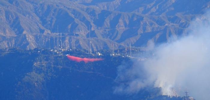 ウィルソン山:天文台付近で山火事