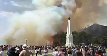 グリフィス天文台付近でまた山火事: 25エーカー延焼、観光客ら2千人避難