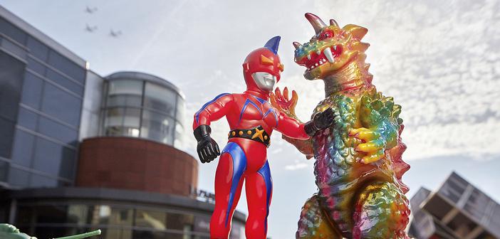 日本製おもちゃを特別展示:マーク・ナガタ氏のコレクション:怪獣やヒーローなど数百体