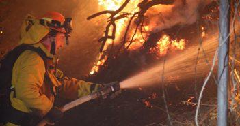 加州各地で山火事猛威:シミバレーでも発生