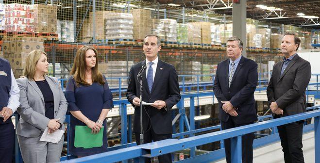 LA市長「食料の備蓄は必要ない」:駐車違反の規定の緩和も