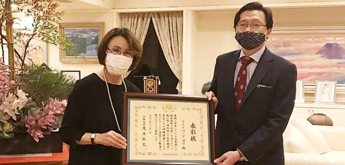 ワインバーグ氏を外務大臣表彰:日米関係促進が認められ