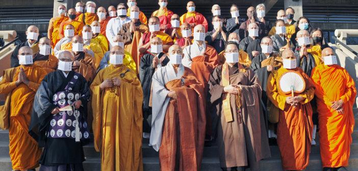 アジア系先駆者を合同法要:宗派超え僧侶49人が参集